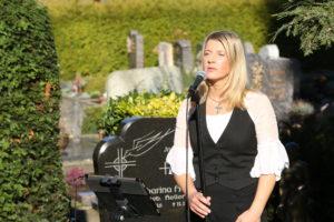 Trauersängerin Alexandra. Stilvolle Musik zur Beerdigung
